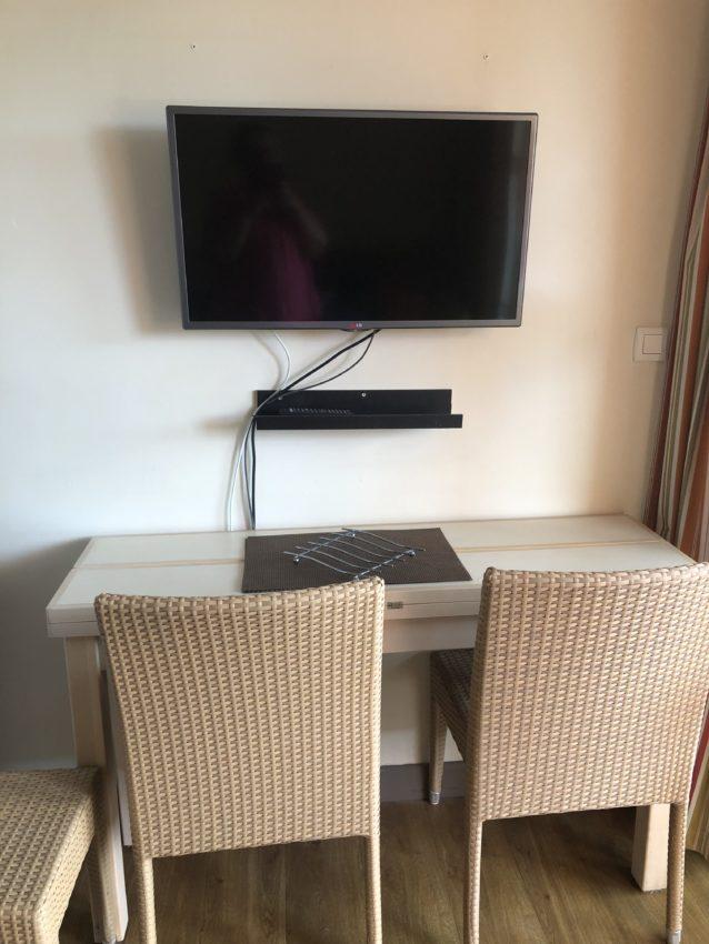 Table console et TV
